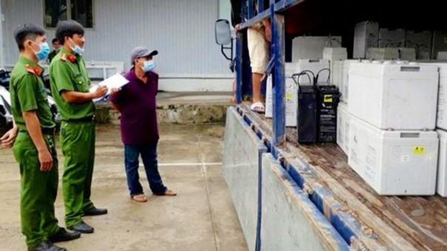An Giang bắt giữ vụ vận chuyển gần 28 tấn chất thải nguy hại