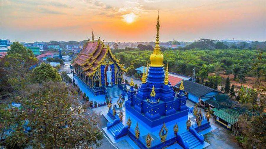 Ấn tượng với ngôi chùa màu xanh độc nhất vô nhị ở Thái Lan