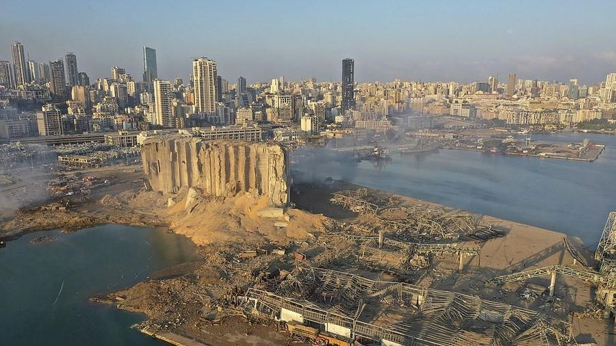 Bên trong hiện trường vụ nổ cảng Beirut khiến 4.100 người thương vong