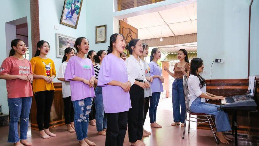 Cận cảnh học sinh Nghệ An gấp rút ôn luyện môn thi năng khiếu chuyên ngành