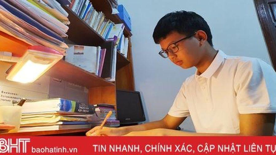 Thủ khoa lớp 10 Toán THPT Chuyên Hà Tĩnh bật mí thành công