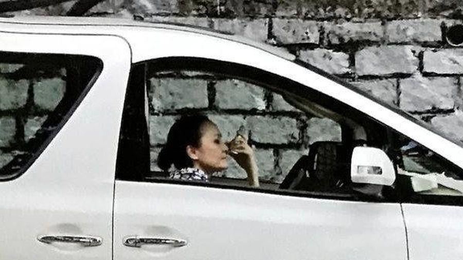Trương Bá Chi nổi tiếng giàu có nhưng vẫn để mẹ ruột lái taxi kiếm tiền