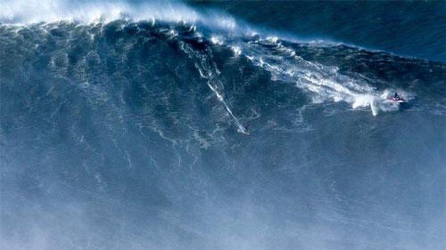 Top 10 con sóng 'siêu to khổng lồ' và khủng khiếp nhất từng được camera ghi lại