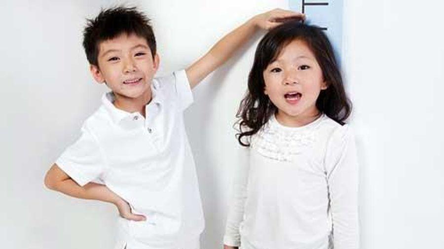 5 sai lầm của cha mẹ dễ khiến con luôn thấp bé hơn bạn đồng trang lứa, rất nhiều gia đình Việt đang mắc phải