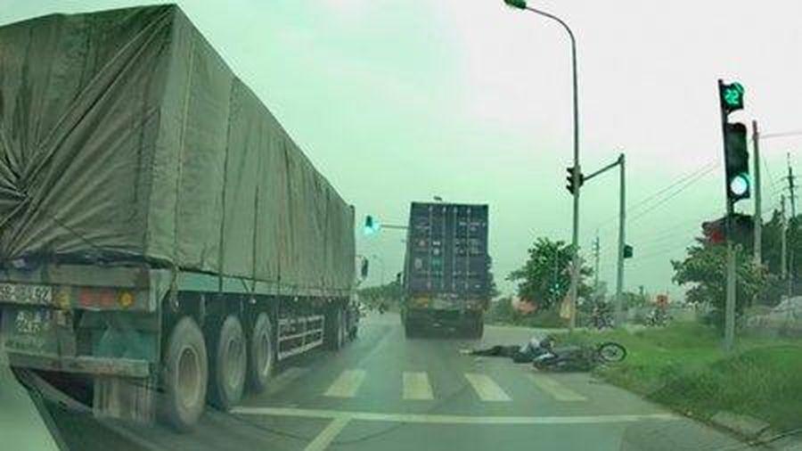 Truy tìm tài xế xe container cán chết cô gái trẻ rồi bỏ chạy ở Hà Nội