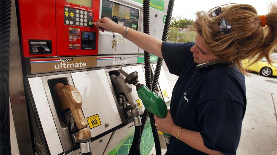 Giá dầu thô tiếp tục dao động quanh mốc 40 USD/thùng, dự báo có thể bật tăng mạnh trong ngắn hạn