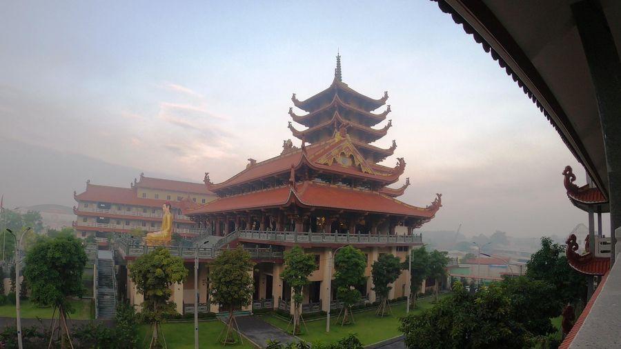 Phim phóng sự tài liệu : [Video] Sự chuyển hóa kỳ diệu của chùa 'Phật Cô Đơn'