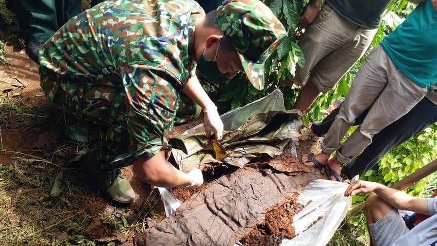 Khai quật mộ liệt sỹ ở Đắk Nông, tìm thấy cây bút máy khắc chữ 'Phan Văn Ký'