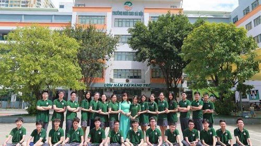 Lớp học 'chuẩn 5 sao': 32 học sinh cùng đỗ trường chuyên, 4 thủ khoa khối chuyên