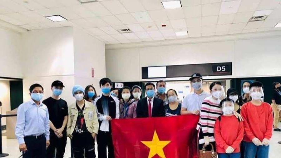 Hàng trăm công dân từ Nhật Bản và Mỹ về nước