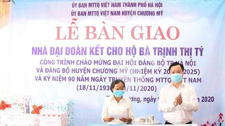 Chương Mỹ: Bàn giao nhà đại đoàn kết cho hộ nghèo tại xã Tiên Phương và Phụng Châu