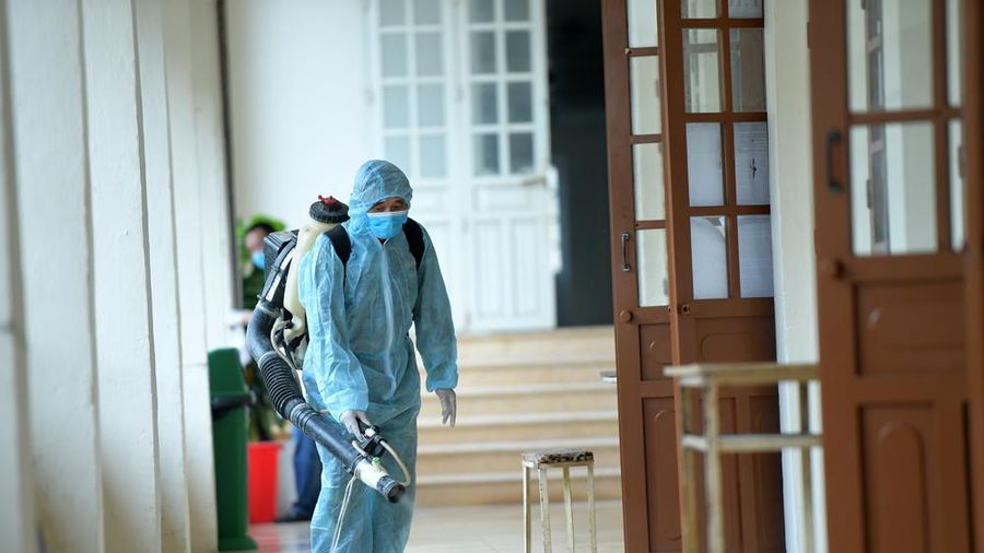 Phun khử khuẩn các điểm thi ở Hà Nội, chuẩn bị sẵn sàng cho kỳ thi THPT năm 2020