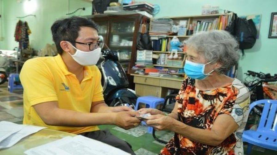 TP HCM tăng cường giám sát nhập cảnh và trả lương hưu qua đường bưu điện