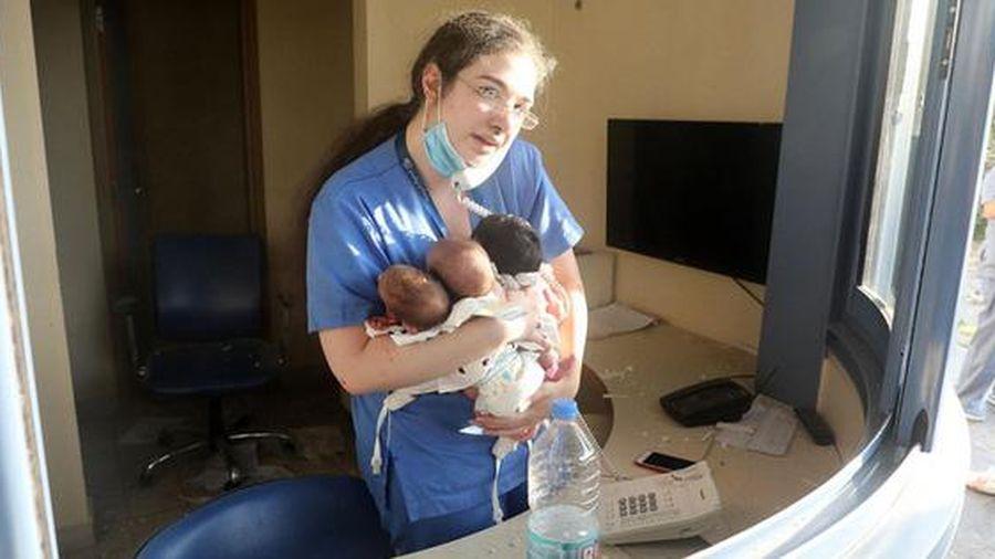 Nữ y tá giải cứu 3 em bé khỏi bệnh viện bị san phẳng trong vụ nổ ở Beirut