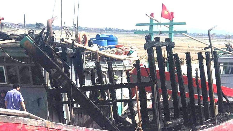 Điều tra vụ tàu cá cháy bất thường trước khi ra khơi