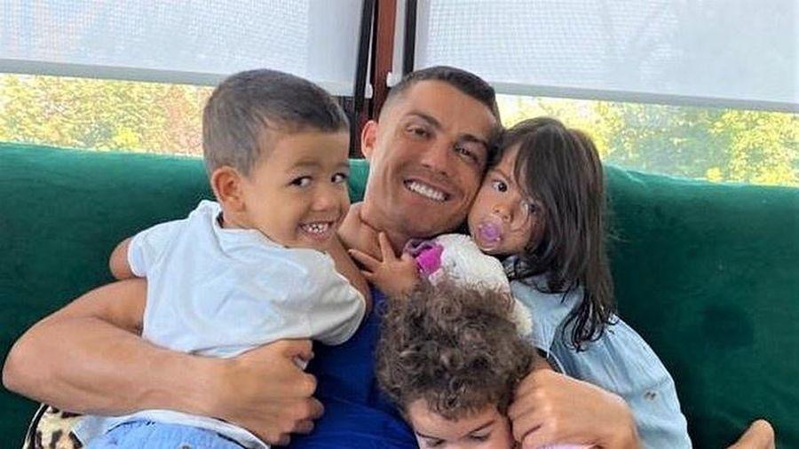 Ronaldo đổi kiểu tóc trước trận đấu ở Champions League