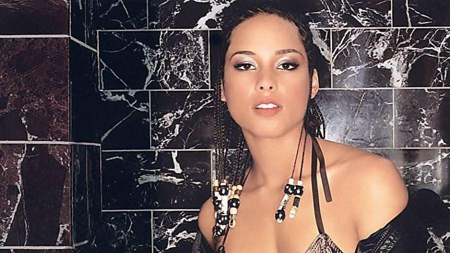 Alicia Keys bị ném đá vì ra mắt sản phẩm làm đẹp