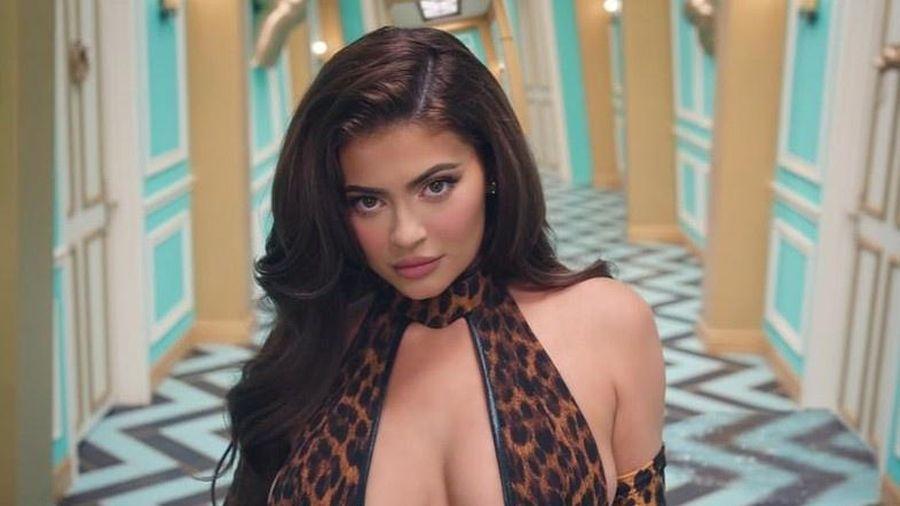 Kylie Jenner khoe dáng trong MV mới của Cardi B
