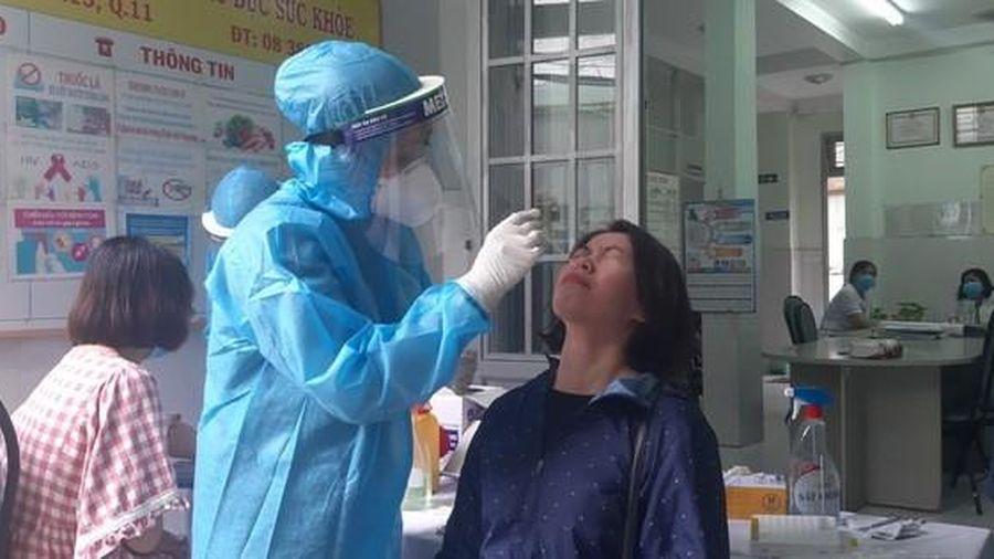 TP HCM: chậm nhất 11-8 có kết quả xét nghiệm Covid-19 gần 42.300 người về từ Đà Nẵng