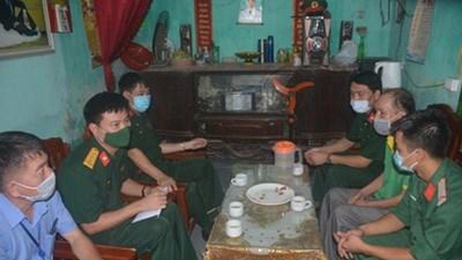 Báo Quân đội nhân dân thăm và tặng quà gia đình quân nhân có hoàn cảnh khó khăn