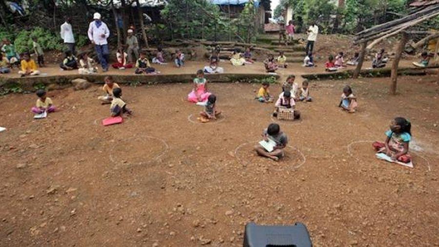 Ấn Độ: Lớp học với loa tại vùng quê nghèo