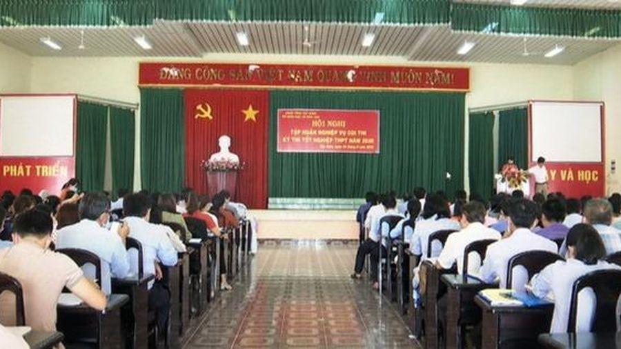 Tây Ninh: Dự phòng 256 bộ bảo hộ và 15.000 khẩu trang y tế cho cán bộ coi thi