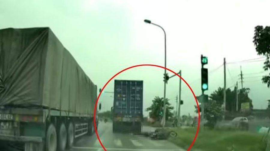 Tạm giữ hình sự tài xế container cán nữ sinh tử vong rồi bỏ chạy
