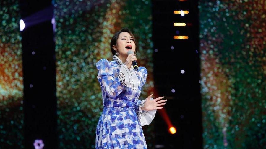 Xúc động nghe con gái nuôi của Hoài Linh hát về chuyện tình của cố nhạc sỹ Thanh Tùng