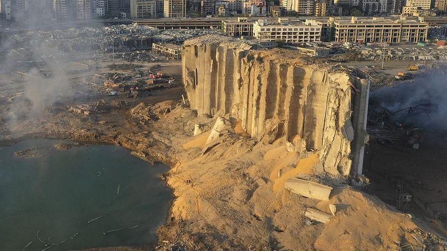 Tổng thống Li-băng úp mở khả năng cảng Beirut nổ do bom, tên lửa