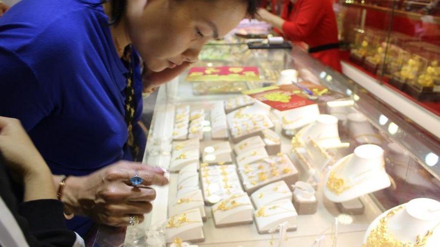Giá vàng 'bốc đầu' lên hơn 62 triệu đồng/lượng