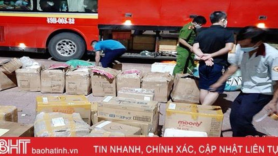 Liên tiếp bắt giữ xe khách chở nhiều quần áo, nồi cơm điện không rõ nguồn gốc trên QL 1A qua Hà Tĩnh