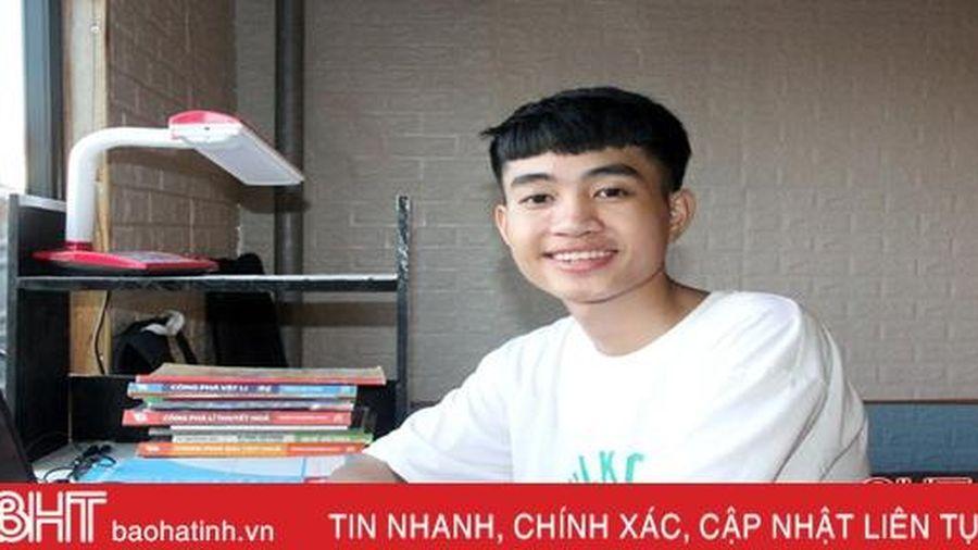 Nam sinh trường huyện ở Hà Tĩnh với thành tích đáng nể về công nghệ thông tin