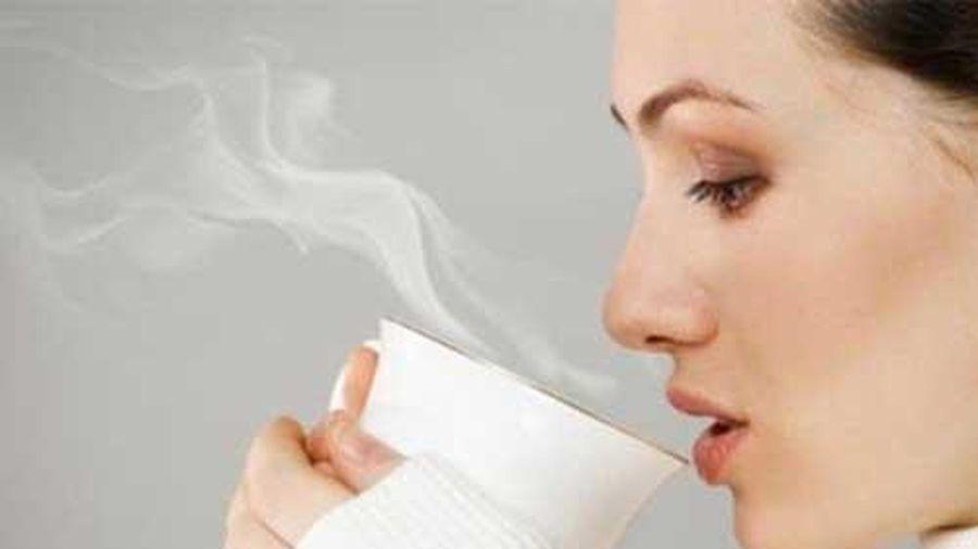 4 tác dụng thần kỳ nếu bạn duy trì thói quen uống nước ấm vào buổi sáng