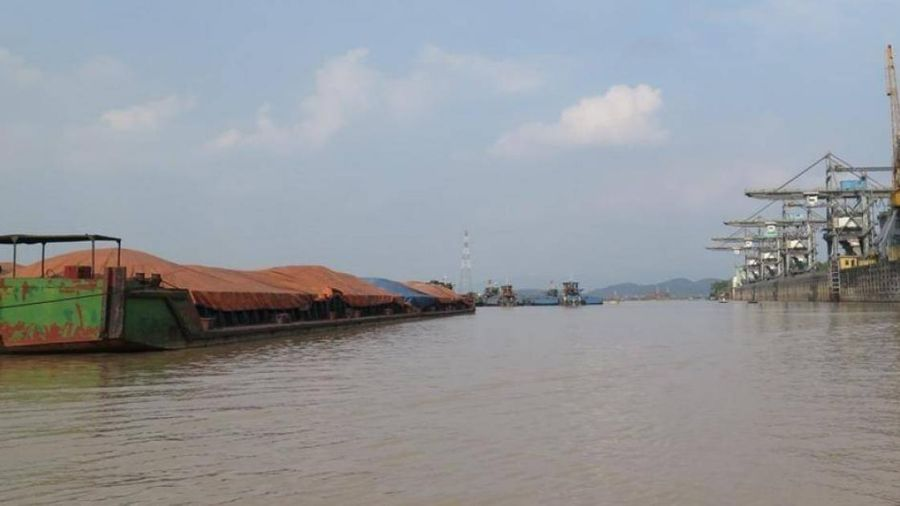 Sông Thái Bình hạn chế giao thông thủy 4 ngày, tàu thuyền đi lại thế nào?