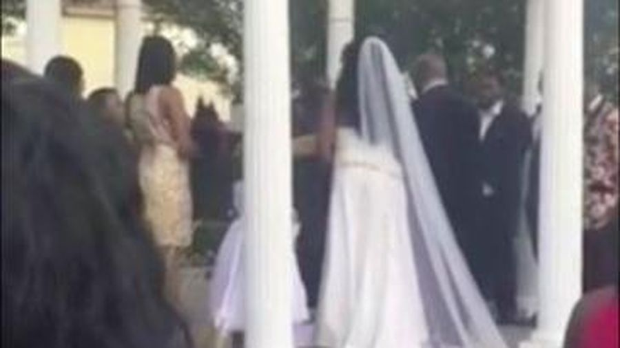 Khách mời tuyên bố mang thai con của chú rể ngay trong đám cưới, thái độ của cô dâu còn ngạc nhiên hơn