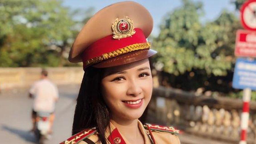 Dương Hoàng Yến trải nghiệm làm cảnh sát giao thông