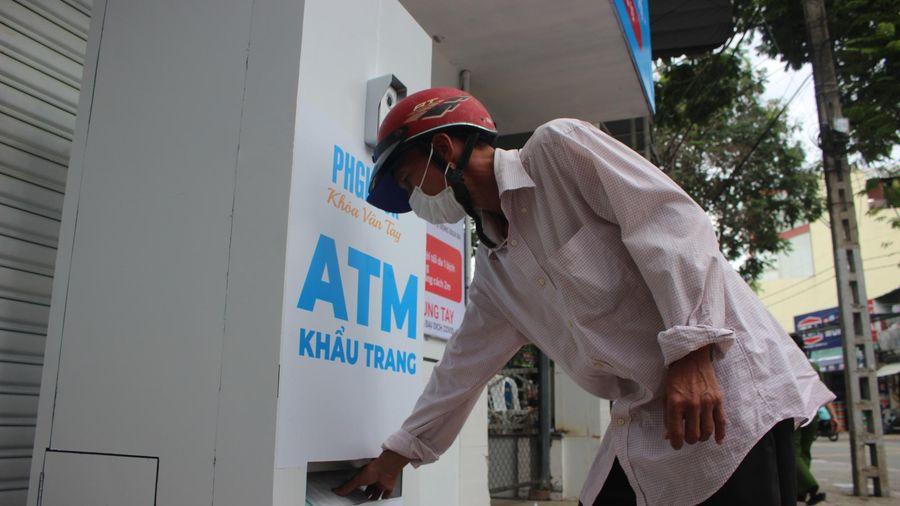 'ATM khẩu trang' miễn phí đầu tiên ở TP.HCM chính thức hoạt động