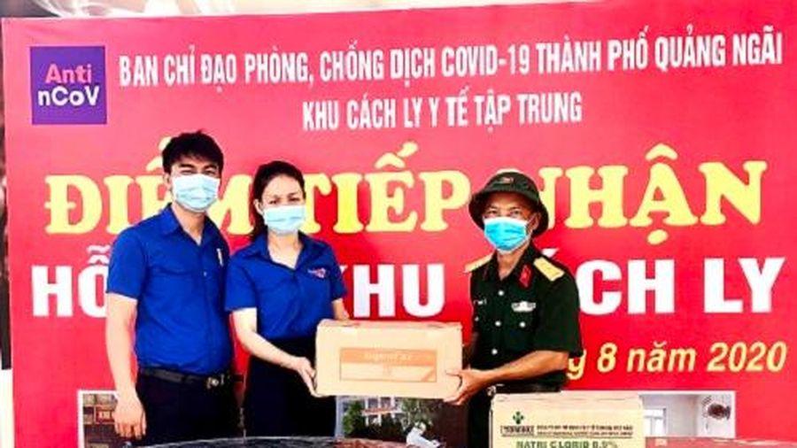 TAND tỉnh Quảng Ngãi tặng nhu yếu phẩm cho người dân đang cách ly.