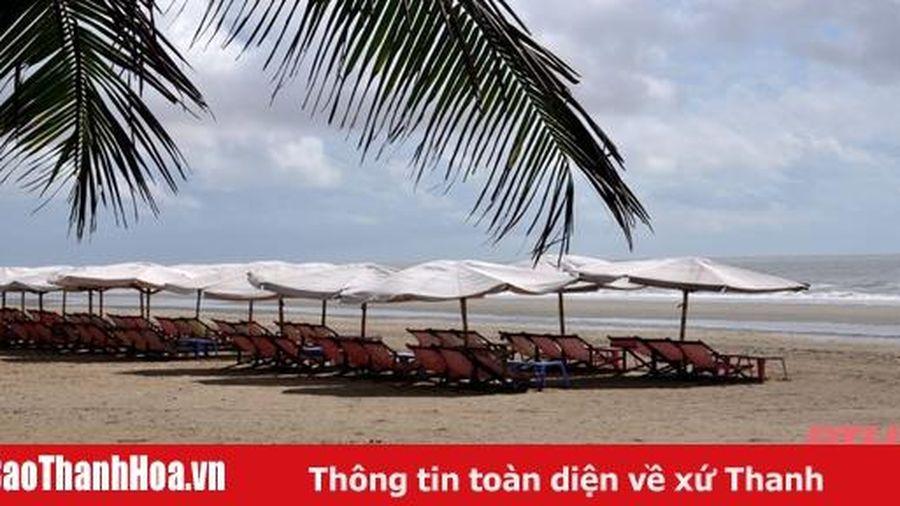 Phố biển Sầm Sơn vắng lặng trong mùa dịch