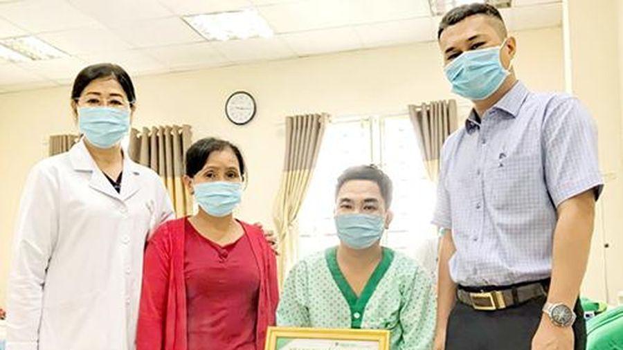 Hỗ trợ thay khớp háng cho bệnh nhân thuộc hộ nghèo
