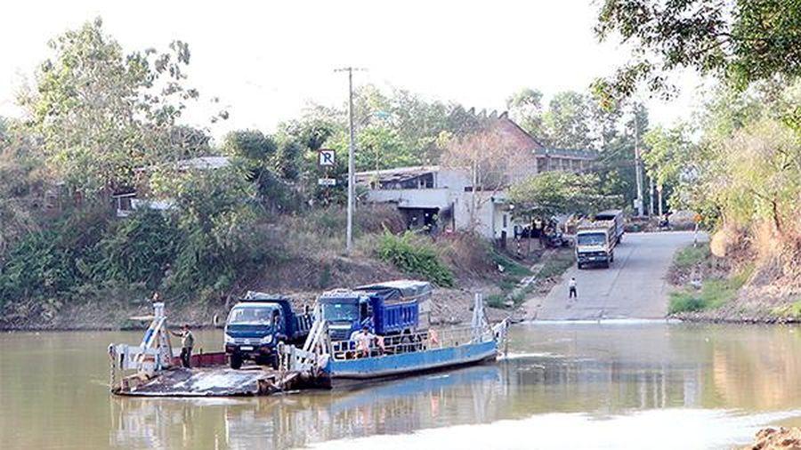 Người dân phấn khởi khi cầu Thanh Sơn được xây dựng