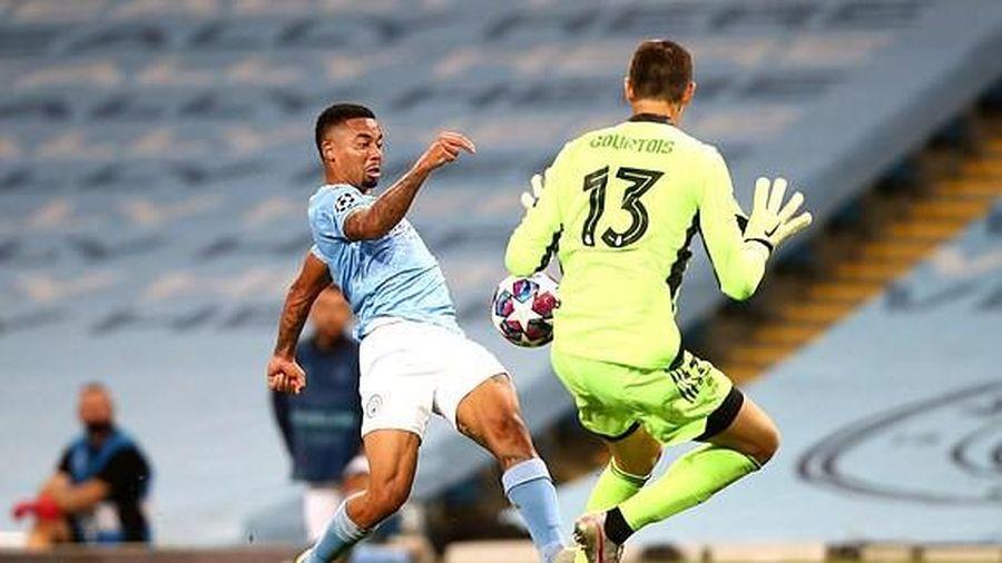 Varane 'biếu' 2 bàn, Real cay đắng dâng vé vào tứ kết cho Man City