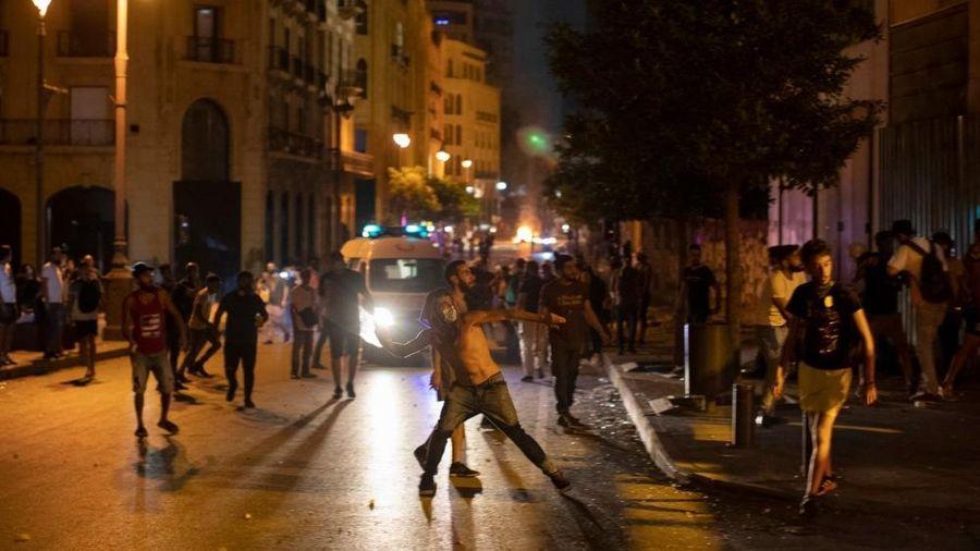 Nổ kinh hoàng ở Lebanon: Người biểu tình tức giận đốt phá, đụng độ cảnh sát