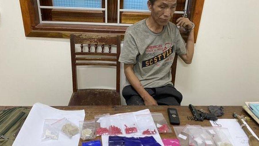 Bị 'đánh úp', trùm ma túy dùng súng, kiếm chống trả khiến 2 công an bị thương