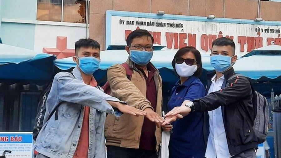 TP.HCM cử 8 nhân viên y tế chi viện Đà Nẵng chống dịch