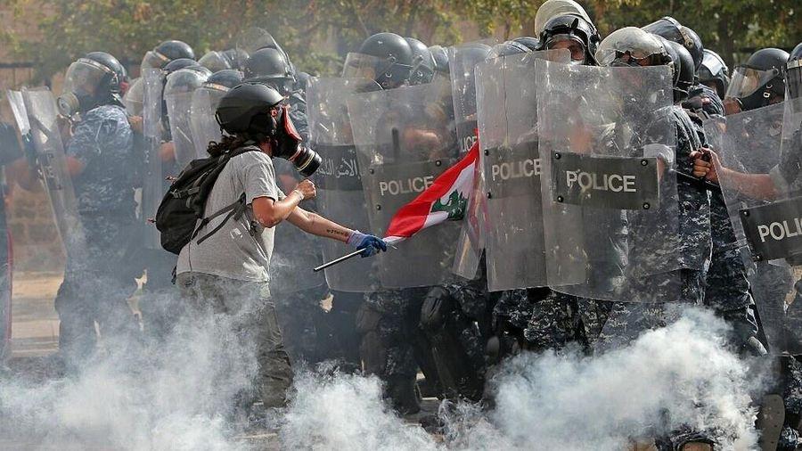 Cảnh sát bắn hơi cay vào người biểu tình ở Beirut sau vụ nổ