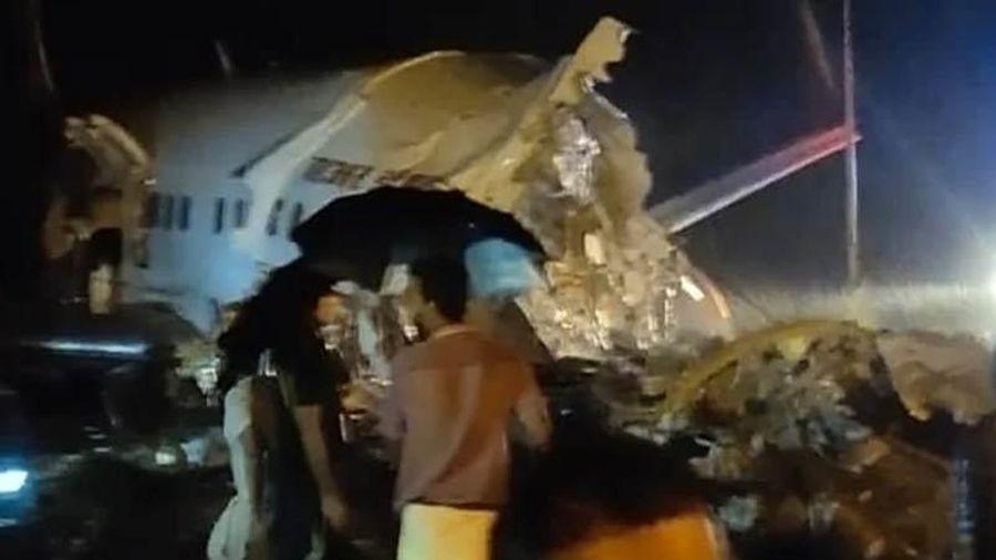 Máy bay Ấn Độ chở 191 khách rơi xuống vực, vỡ làm đôi
