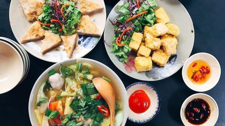 Những quán ăn trưa chuẩn cơm mẹ nấu cho sĩ tử ở TP.HCM