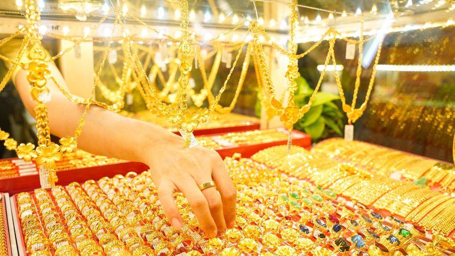 Lỗ 4 triệu đồng/lượng sau một đêm, vàng có tiếp tục giảm giá?
