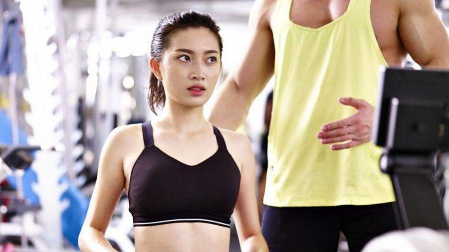 Đụng chạm cơ thể và những quy tắc trong phòng gym